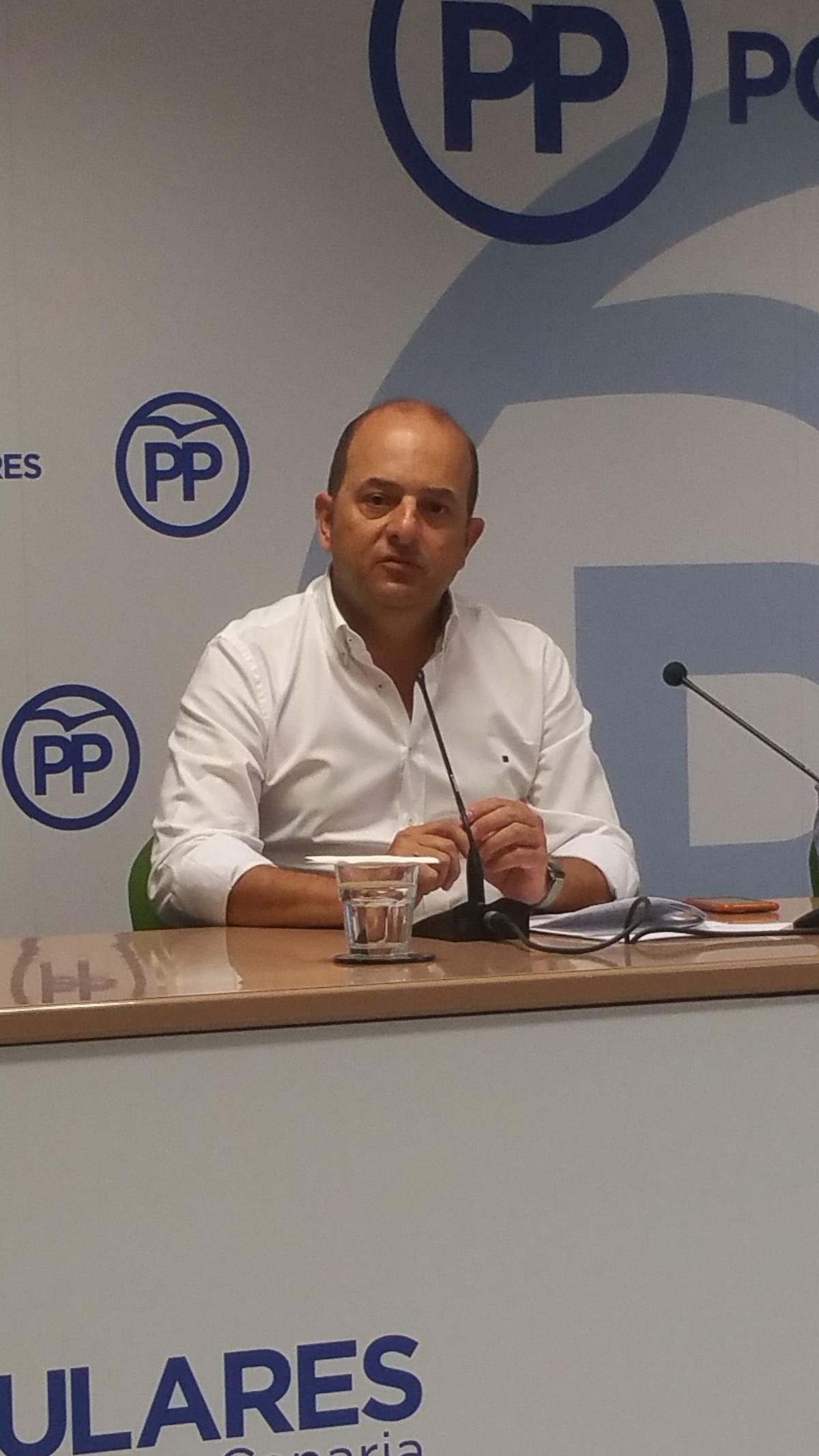 Cardona advierte a Hidalgo que la sumisión del Tripartito municipal con el Cabildo perjudica a los intereses económicos de lacapital