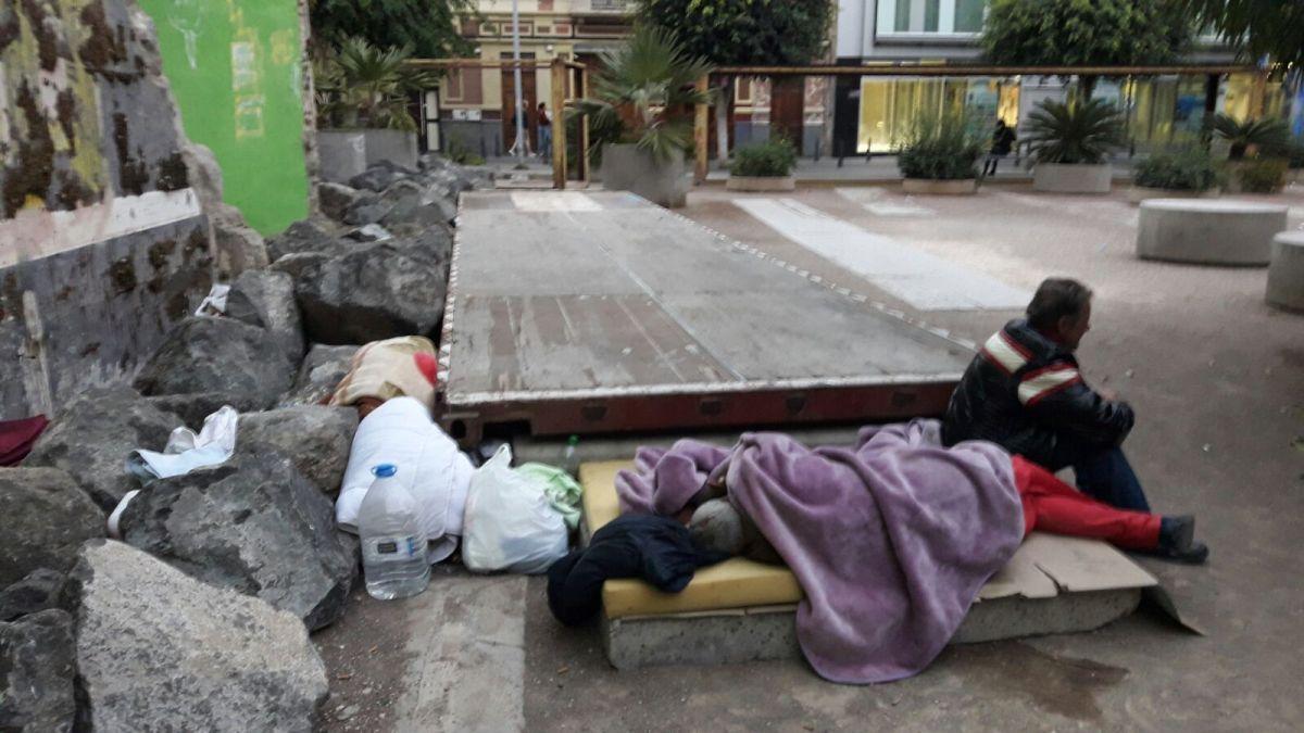 Cardona advierte a Ortega de la indefensión de las personas sin hogar y su incremento en las calles delmunicipio