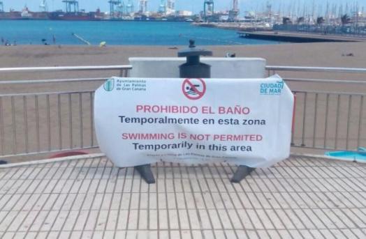 """Cardona afirma que la gestión del litoral por el Tripartito es """"de juzgado de guardia"""" tras un nuevo cierre por contaminación de LasAlcaravaneras"""