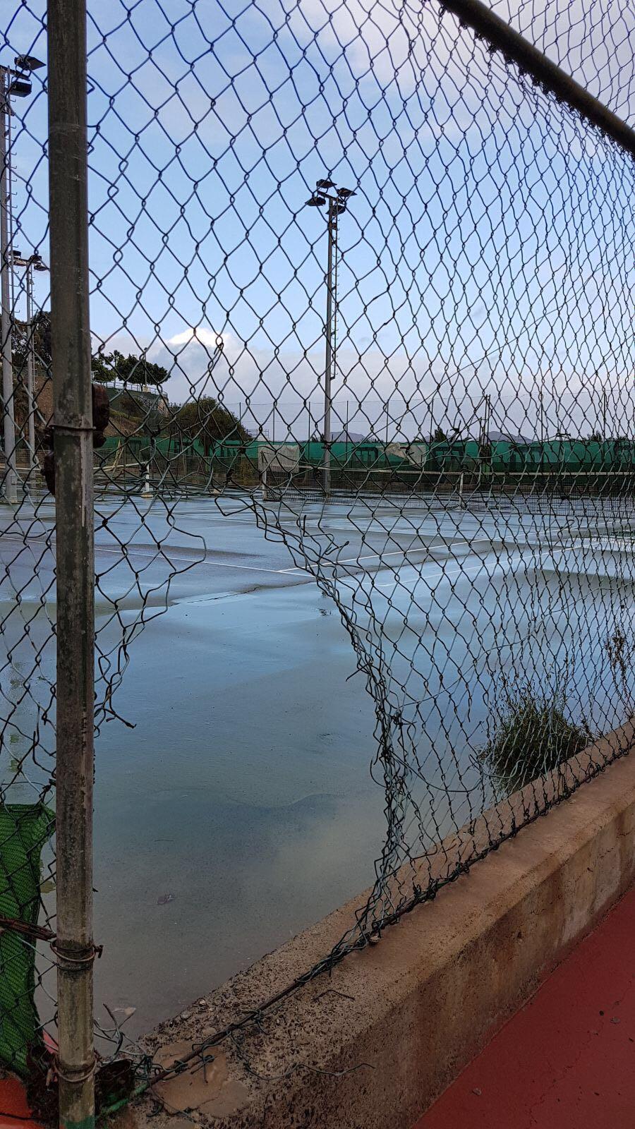 El PP denuncia las inclemencias que sufren los 600 jóvenes que entrenan  en el Complejo Deportivo López Socas por la desidia delTripartito