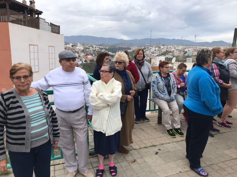El PP arropa a los vecinos de San Nicolás y pide al Tripartito que no aísle albarrio